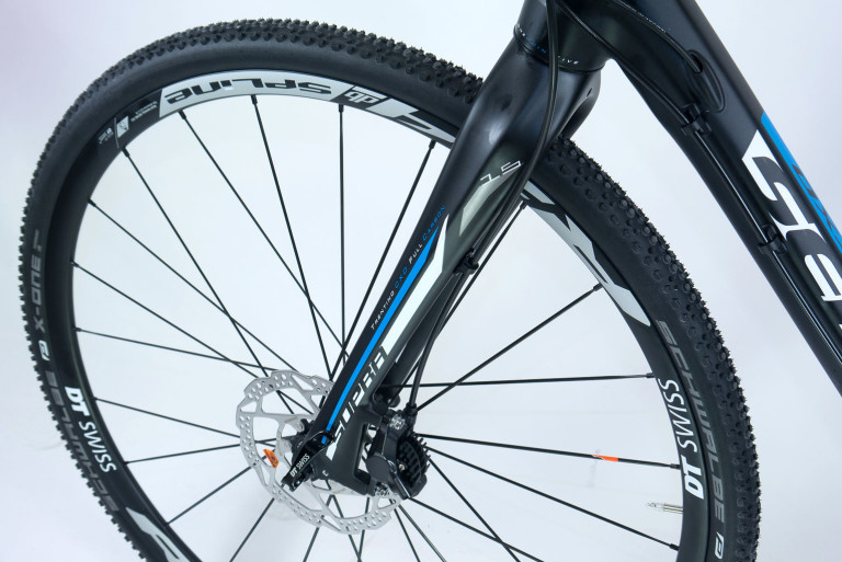 Full profile shot of the Sensa Trentino CXD fork